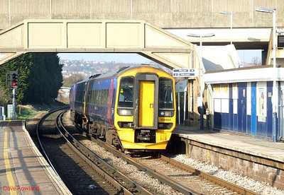 FGW 158 954 runs through Hilsea with 1F15, the 12.30 Cardiff Central-Portsmouth Harbour working. 19th March 2009.