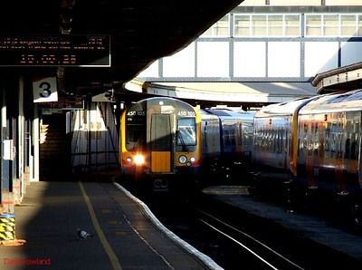SWT 450 105 runs into Portsmouth Harbour with 1T37, the 13.09 from Waterloo (via Eastleigh) on 30th January 2010.