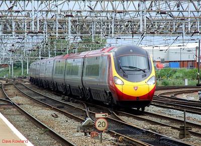 "VT Pendolino 390 025 ""Virgin Stagecoach"" Crewe 15th July 2010."