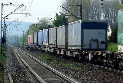 DB 185 070 passes Himmelstadt with a long rake of loaded road trailers on 20th April 2011.