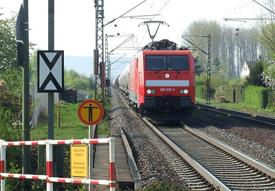 DB 189 019 with a northbound freight at Himmelstadt on 20th April 2011.