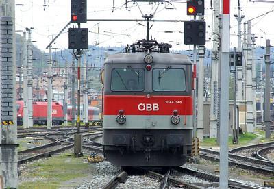 OBB 1044 046, Salzburg Hbf, 16th April 2011.