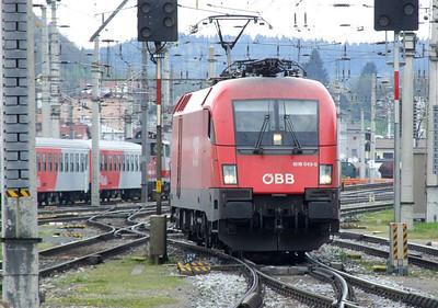 OBB 1016 043, Salzburg Hbf, 16th April 2011.