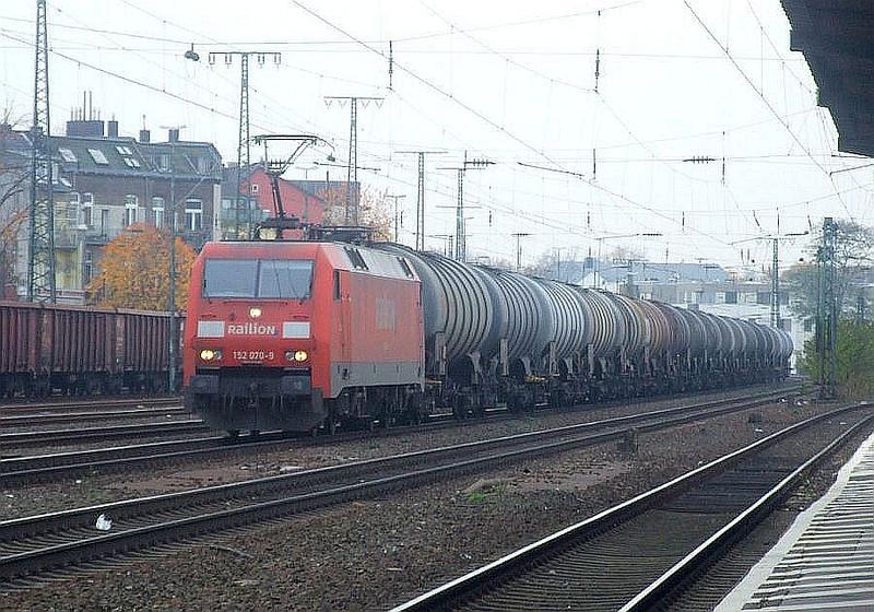 DB 152 070 at Köln West, 13th November 2012.