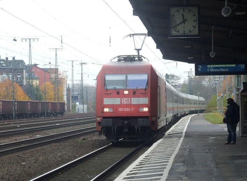 DB 101 032 at Köln West, 13th November 2012.