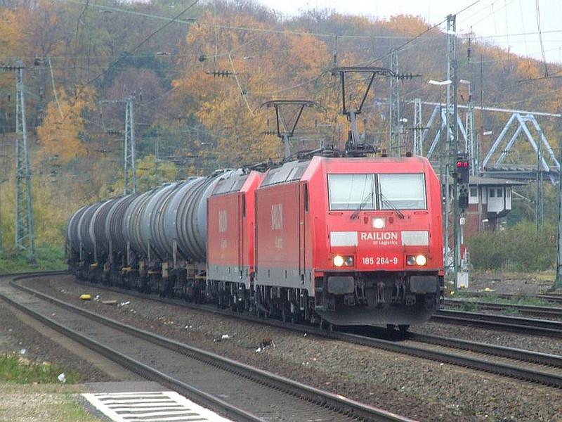 Railion 185 264 + 185 256 at Köln West, 13th November 2012.