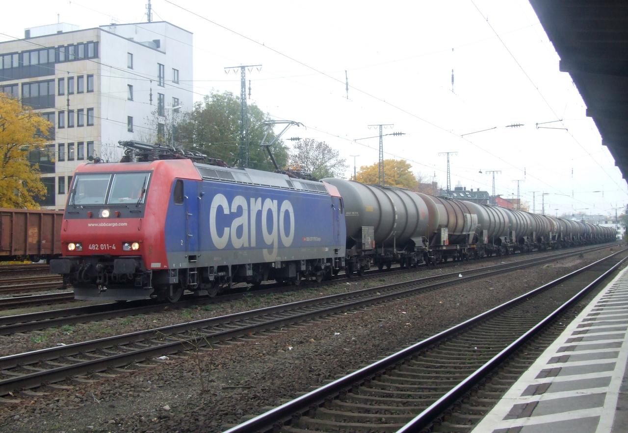 SBB Cargo 482 011 at Köln West, 13th November 2012.