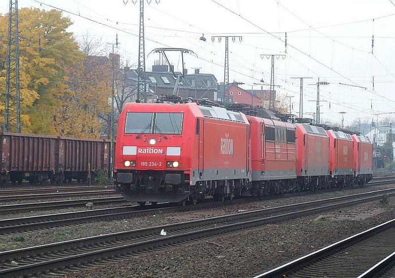 Railion convoy (l-r): 185 234, 151 059, 145 067, 185 290, 185 207 at Köln West, 13th November 2012.