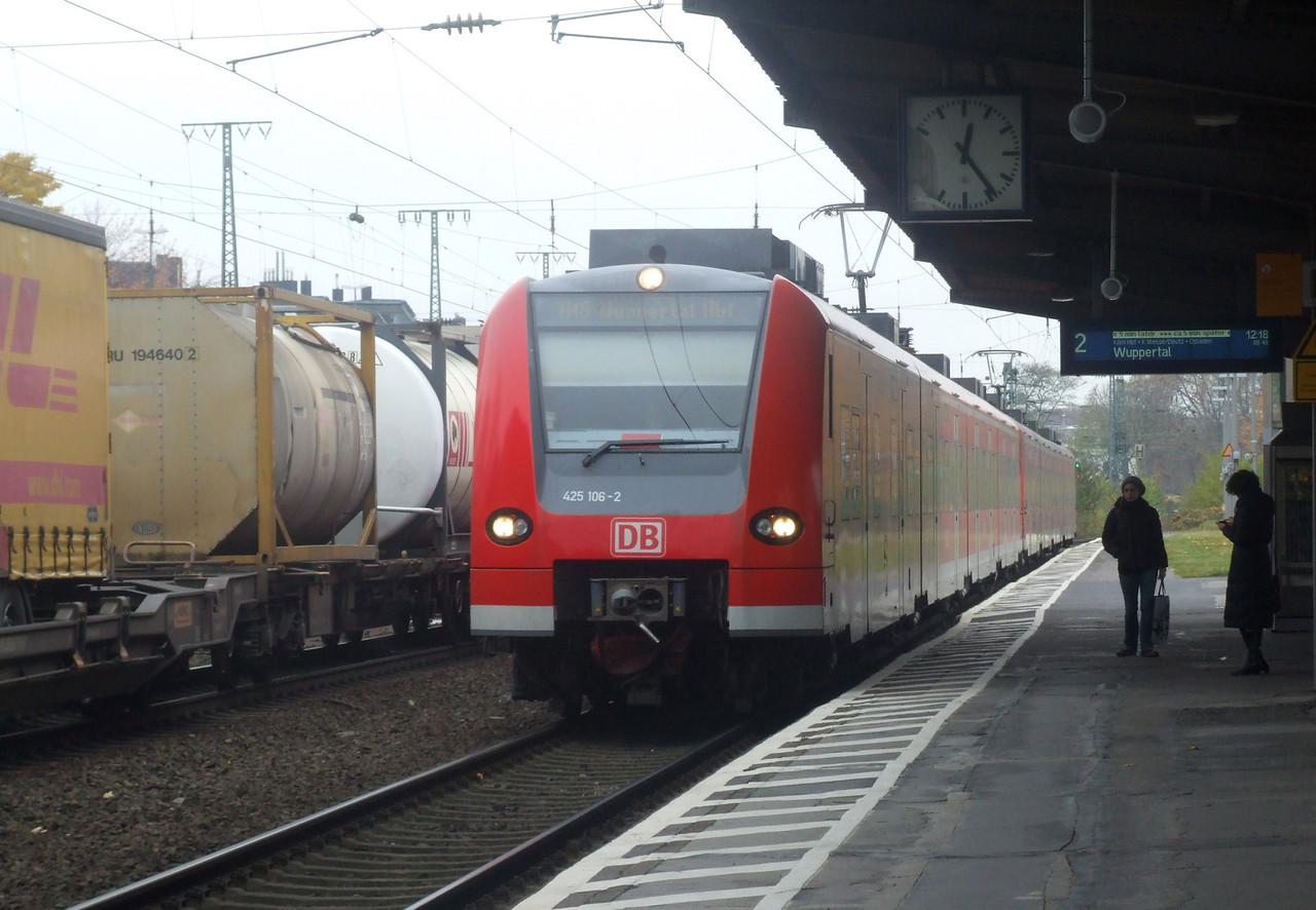 DB 425 106 + 425 105 at Köln West, 13th November 2012.