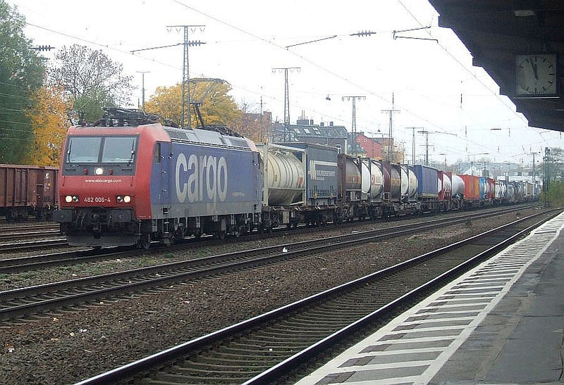 SBB Cargo 482 006 at Köln West, 13th November 2012.