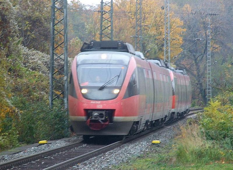 DB 644-548 +644-024 at Köln West, 13th November 2012.