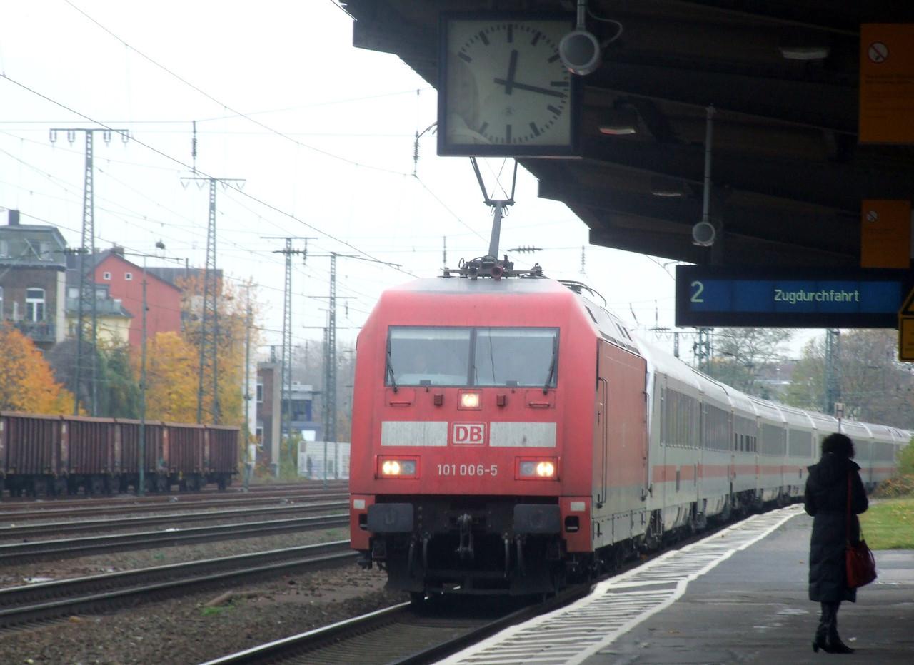 DB 101 006 at Köln West, 13th November 2012.