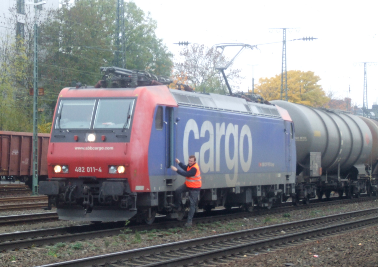 SBB Cargo 482 011 at Köln West, 13th November 2012.
