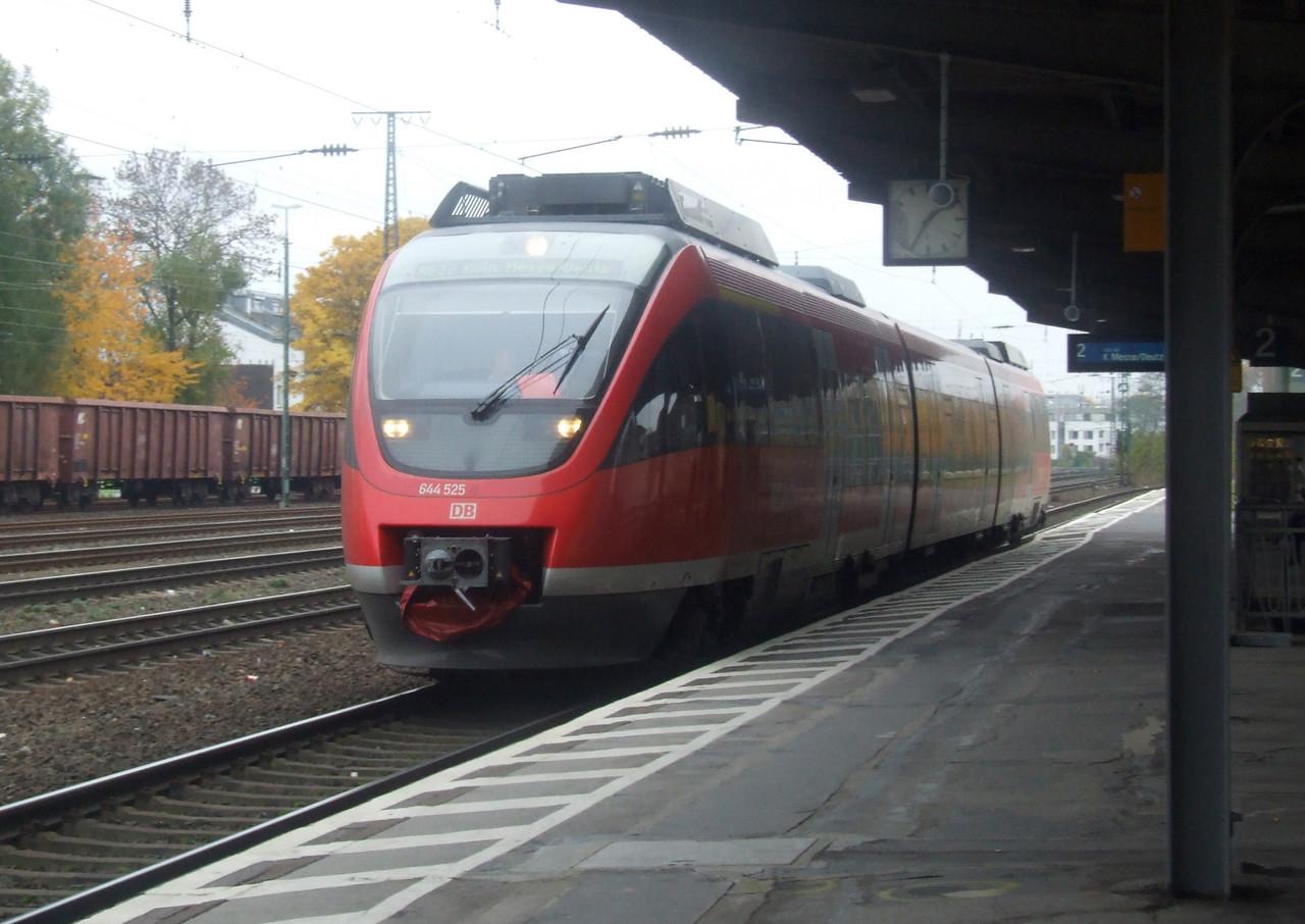 DB 644 525/025 at Köln West, 13th November 2012.