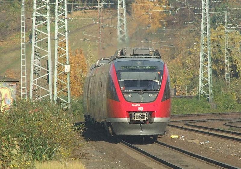 DB 644-018 + 644-040 at Köln West, 14th November 2012.