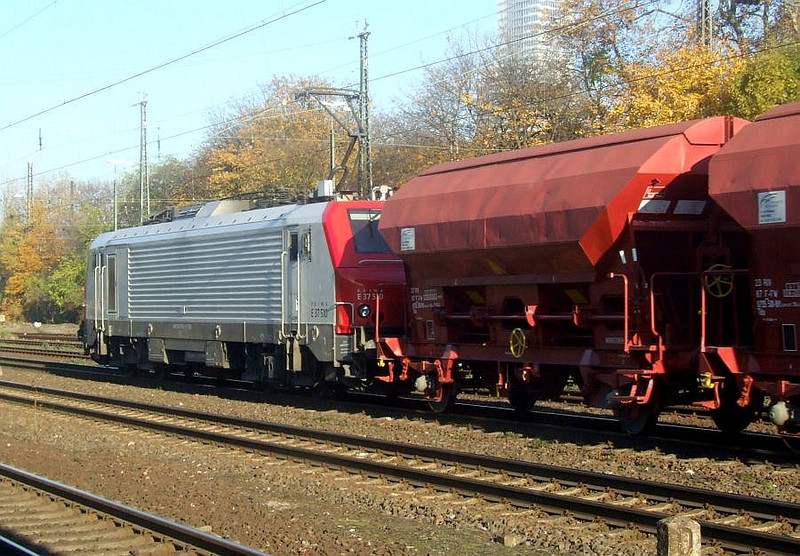 E37 510 at Köln West, 14th November 2012.