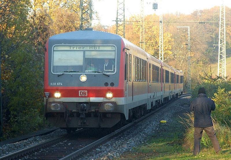 DB 928-674 + 628-675 at Köln West, 14th November 2012.
