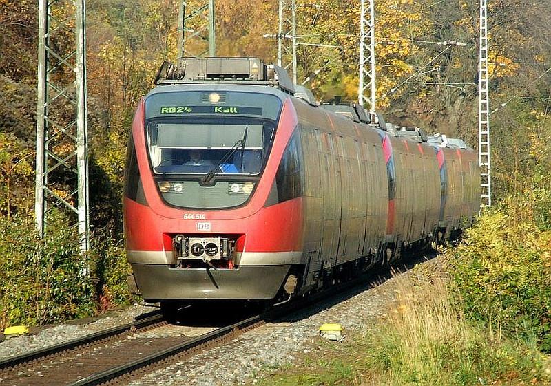 DB 644-514 + 644-007 + 643-221 at Köln West, 14th November 2012.