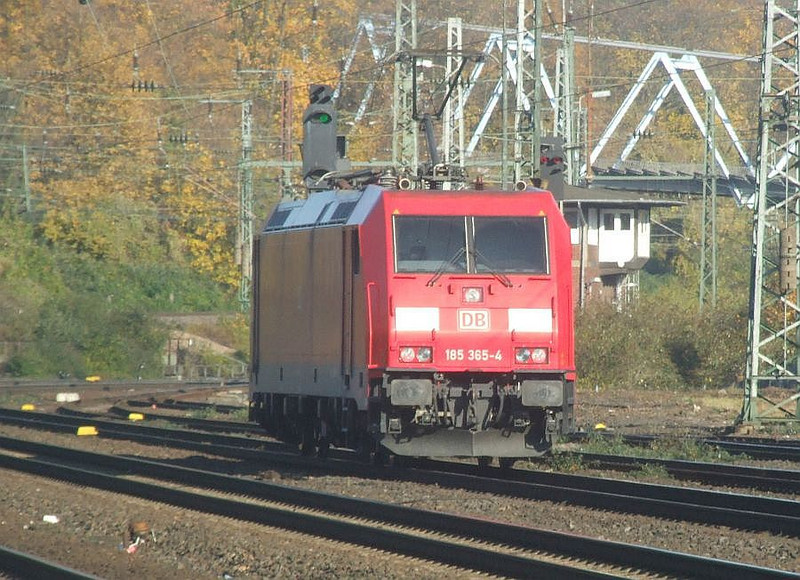 DB 185 365 at Köln West, 14th November 2012.