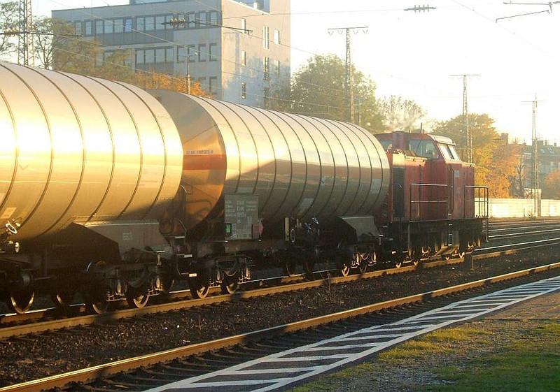 203 443 at Köln West, 14th November 2012.