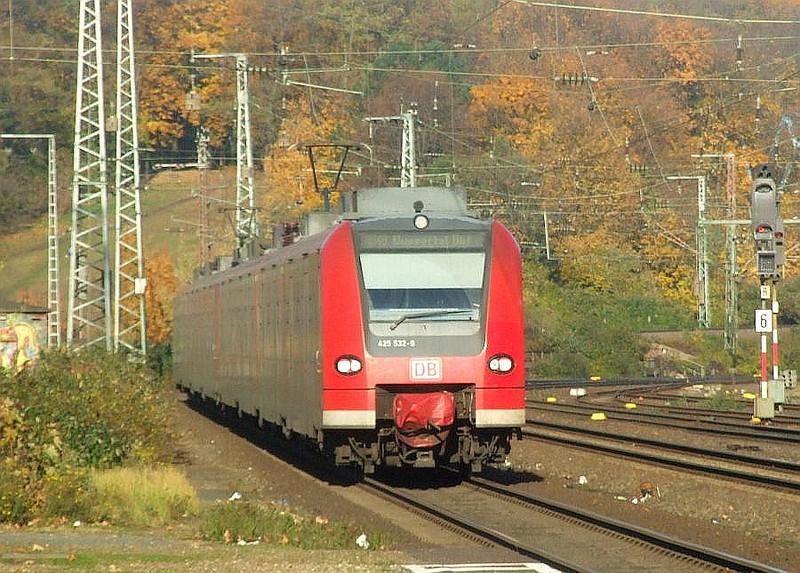 DB 425-532 + 425-031 at Köln West, 14th November 2012.