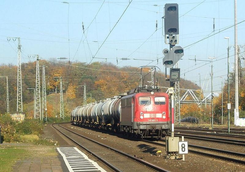 DB 140 833 at Köln West, 14th November 2012.