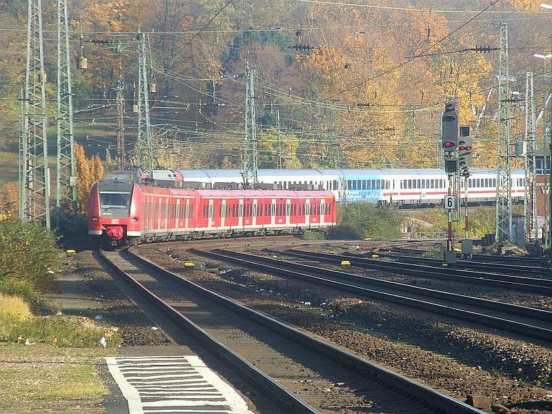 DB 425-096 + 425-094 at Köln West, 14th November 2012.