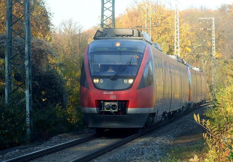 DB 644-039 + 644-021 at Köln West, 14th November 2012.