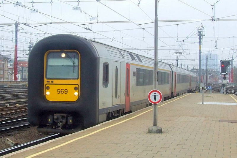 SNCB 569 at Brussel Zuid, 15th November 2012.