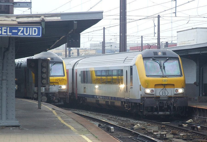 SNCB driving trailers at Brussel Zuid, 15th November 2012.