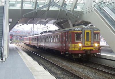 SNCB 233 + 269 at Liege Guillemins, 15th November 2012.
