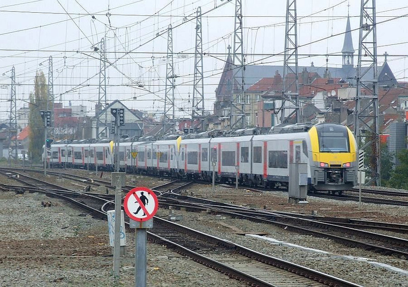 SNCB 08516 + 08515 + 08501 at Brussel Noord, 15th November 2012.