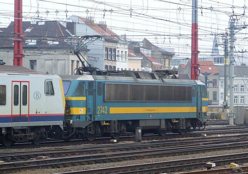 SNCB 2742 at Brussel Zuid, 15th November 2012.