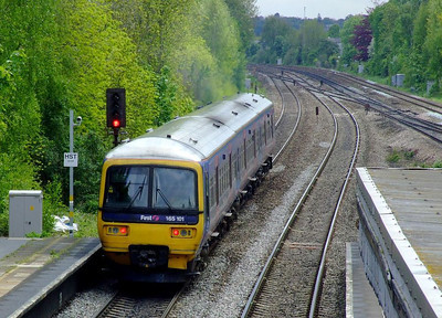 FGW 165 101 departs Tilehurst with an Oxford-Paddington stopper on 15th May 2012.