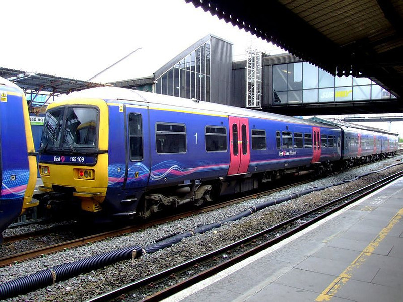 FGW 165 109 at Reading on 15th May 2012.