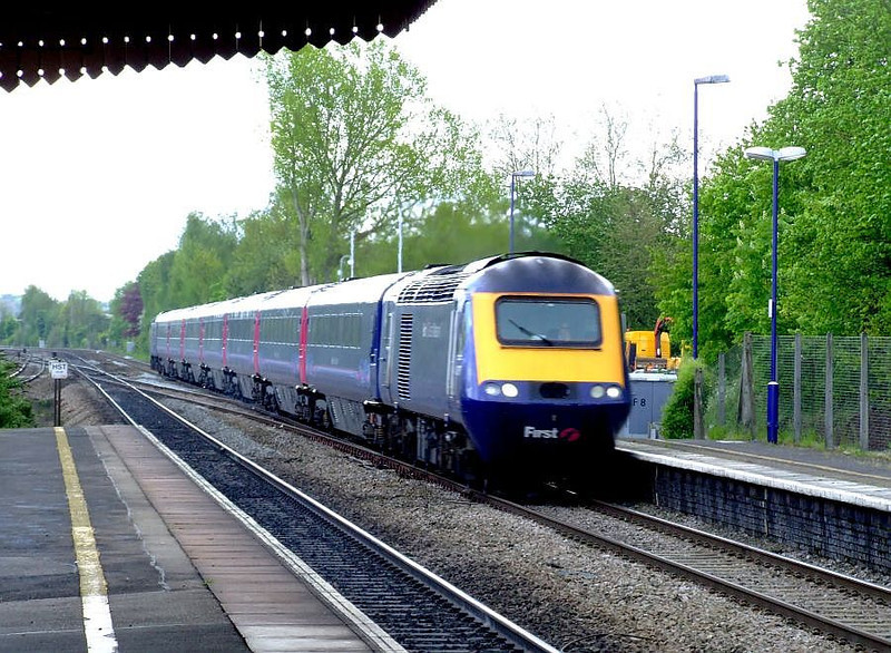 An FGW HST passes Tilehurst on the down fast on 15th May 2012.