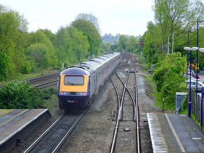 FGW 43133 leads an HST past Tilehurst on the up fast on 15th May 2012.