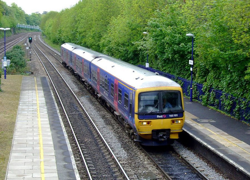 FGW 165 101 arrives at Tilehurst with an Oxford-Paddington stopper on 15th May 2012.
