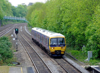 FGW 165 101 runs into Tilehurst with an Oxford-Paddington stopper on 15th May 2012.