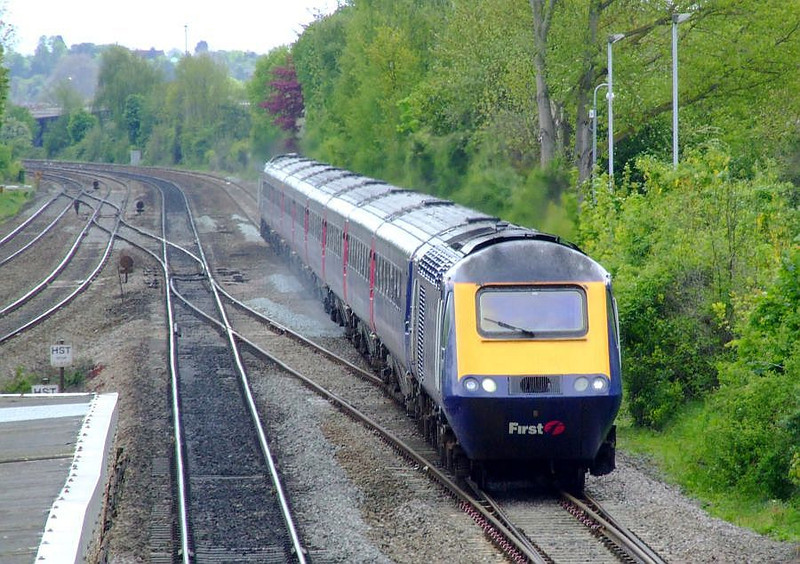 43135 leads an FGW HST through Tilehurst on the down fast on 15th May 2012.