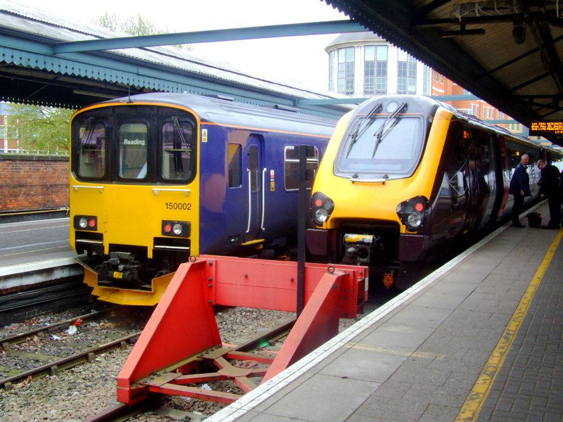 FGW 150 002 and XC Voyager 220 027 at Reading on 15th May 2012.