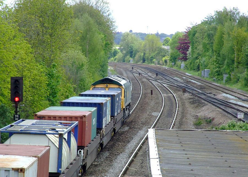 FL 66556 passes Tilehurst with 4O54, the 06:15 Leeds FLT-Southampton Maritime freightliner working. 15th May 2012.