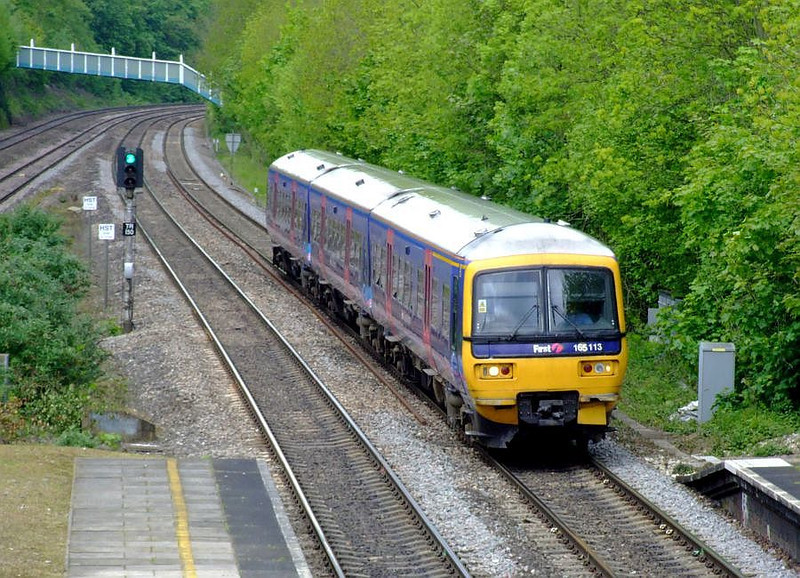 FGW 165 113 arrives at Tilehurst with an Oxford-Paddington stopper on 15th May 2012.