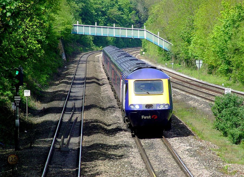 An FGW HST runs into Tilehurst on the up fast on 15th May 2012.