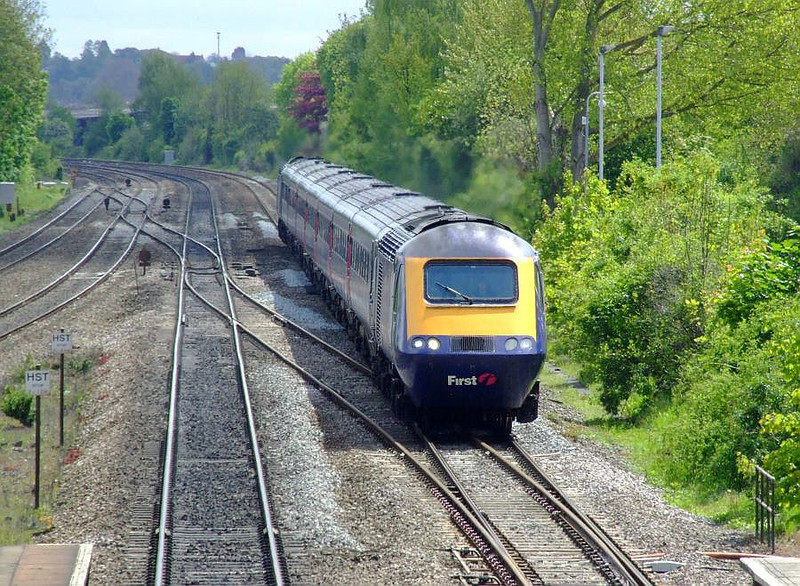 43146 heads an FGW HST through Tilehurst on the down fast on 15th May 2012.