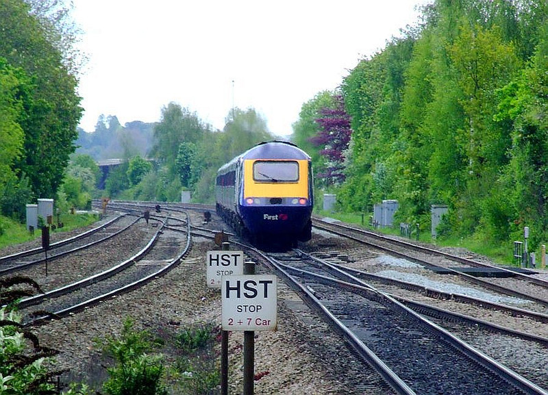 An FGW HST passes Tilehurst on the up fast; the leading power car (far end) is 43131. 15th May 2012.