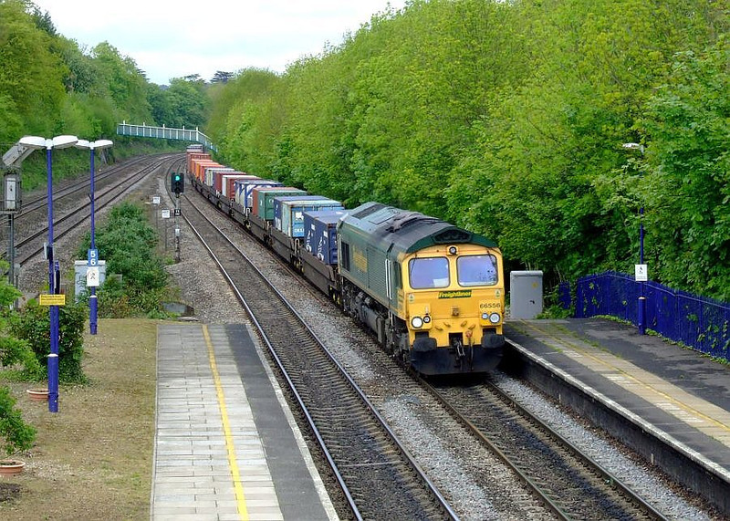 FL 66556 runs through Tilehurst with 4O54, the 06:15 Leeds FLT-Southampton Maritime freightliner working. 15th May 2012.