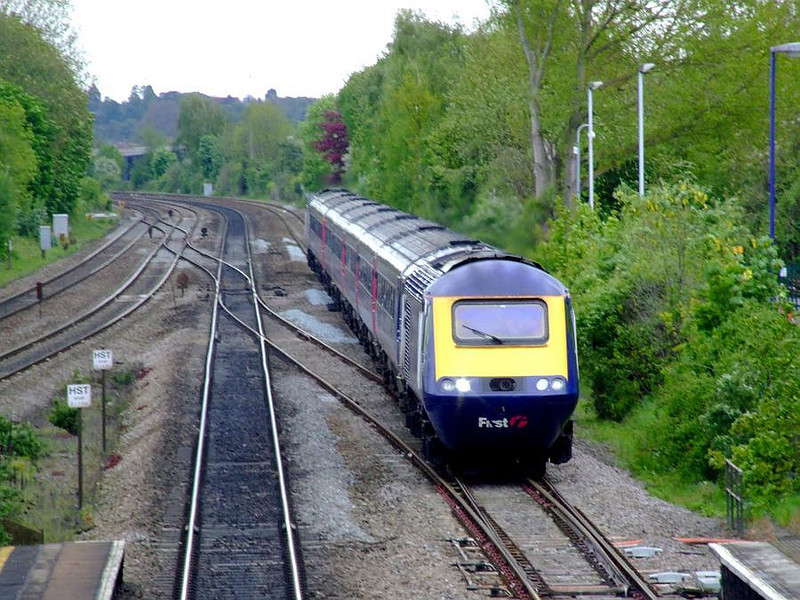 43135 leads an FGW HST as it speeds through Tilehurst on the down fast on 15th May 2012.