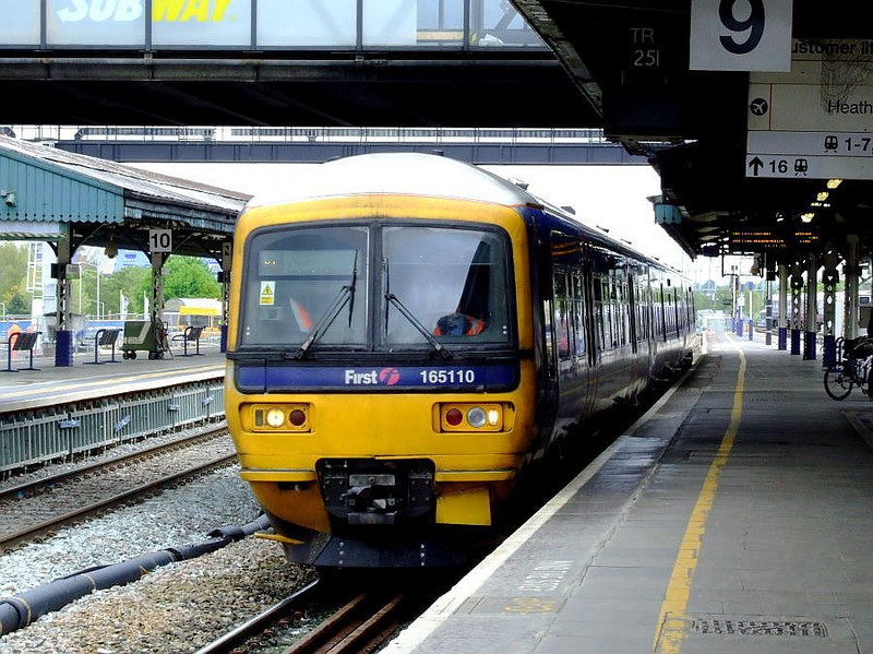 FGW 165 110 arrives at Reading with an Oxford stopper on 15th May 2012.