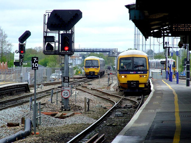 FGW 165 110 runs into Reading with an Oxford stopper as 165 109 departs with a Paddington service on 15th May 2012.